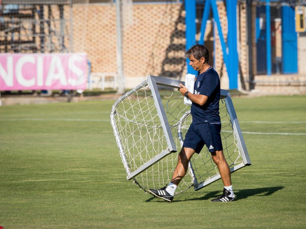Natxo González, ayer, en el entrenamiento matinal del Real Zaragoza.