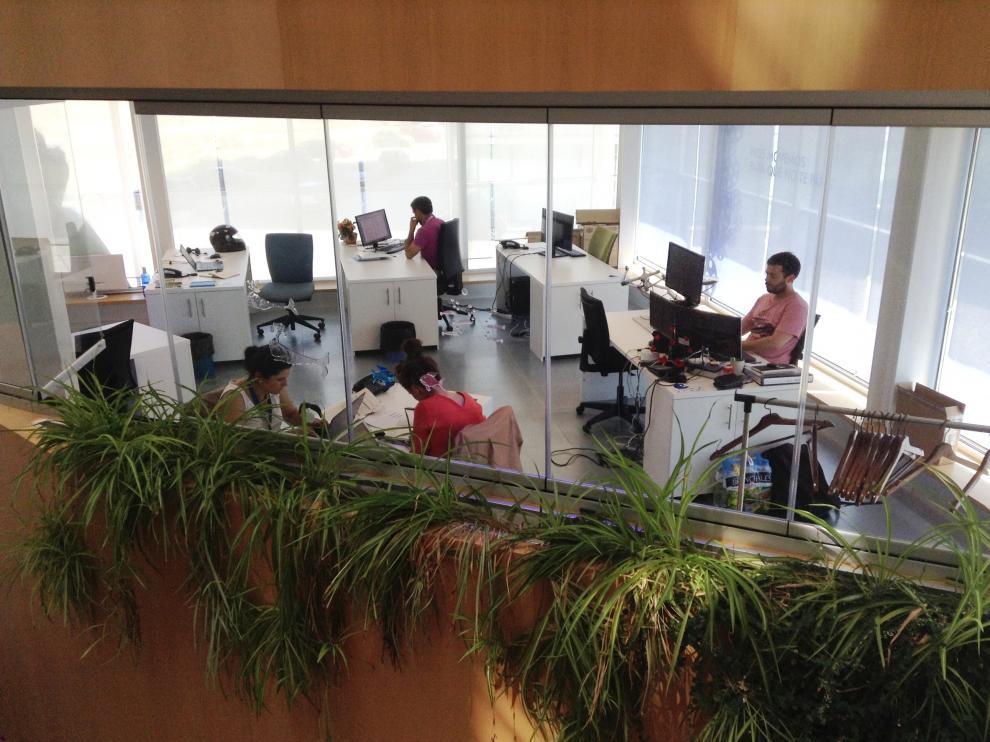 Emprendedores trabajando en el centro de incubación empresarial Milla Digital de Zaragoza.