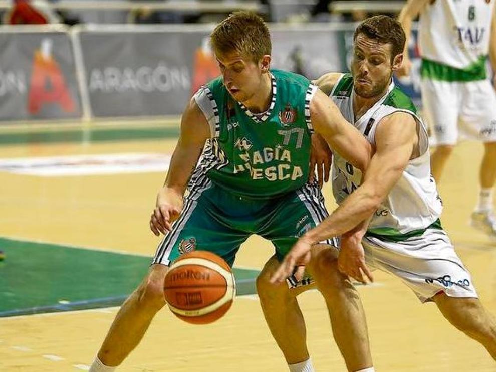El Magia Huesca, en plena acción, pasa a denominarse Levitec Huesca en las dos próximas  temporadas.