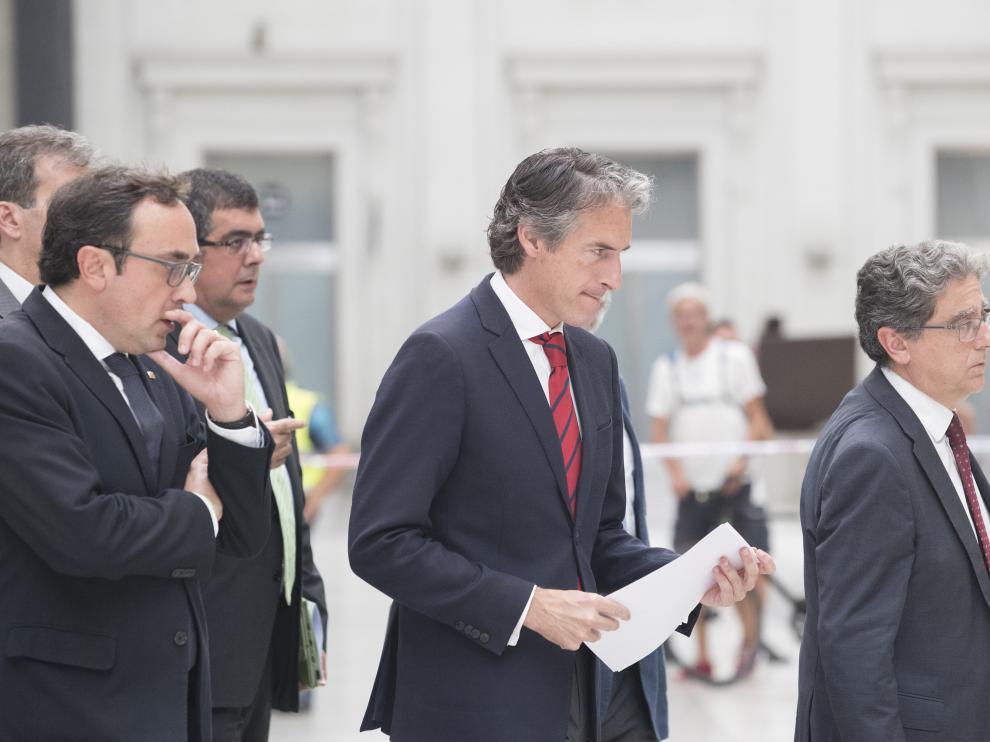 El ministro de Fomento, íñigo de la Serna, durante su visita a la estación de Francia.