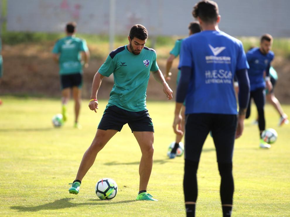 Alexander, durante un entrenamiento del Huesca.