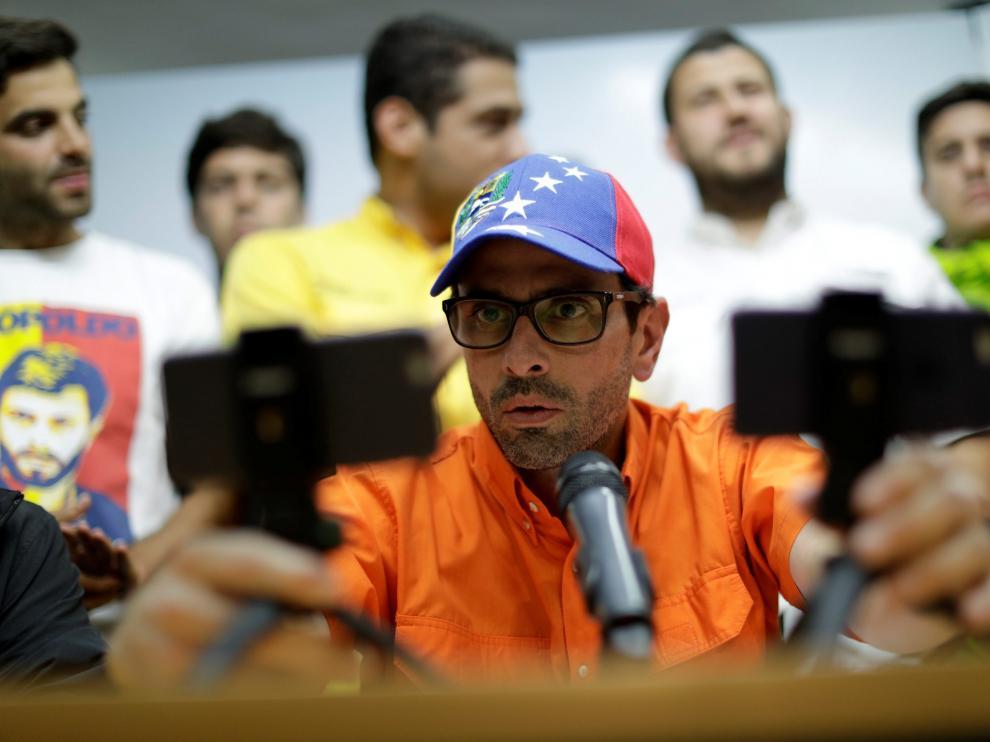 Capriles anuncia que la oposición venezolana no boicoteará los comicios del domingo pero sí protestará.