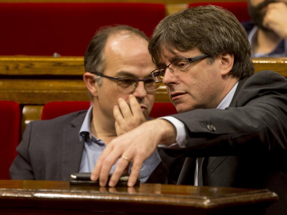 Turull y Puigdemont, en el último pleno del 'Parlament'-