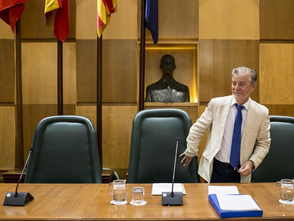 El alcalde Santisteve, al comienzo del último pleno antes del verano.