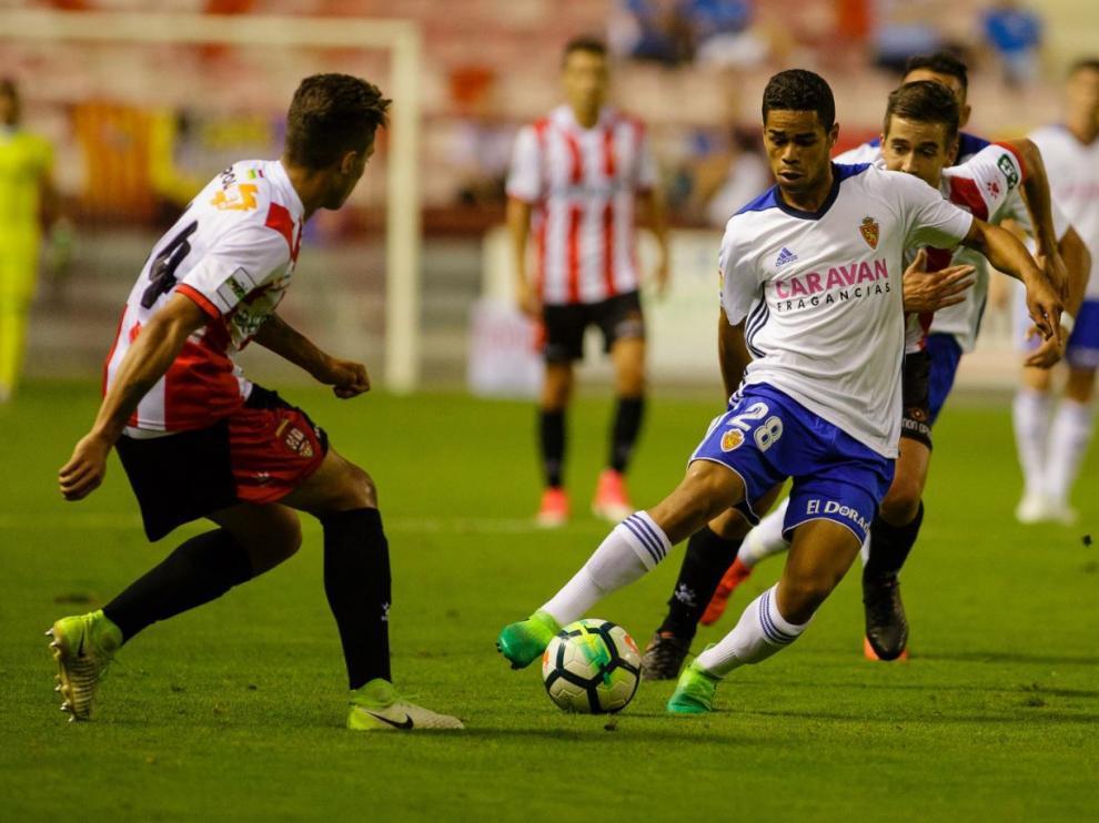 Raí, en una jugada de ataque el Real Zaragoza el pasado miércoles en Las Gaunas ante el UD Logroñés.