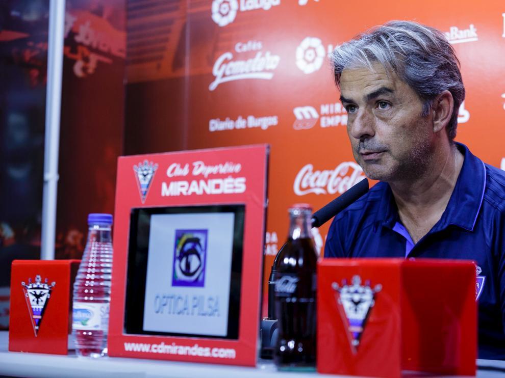 Natxo González en la rueda de prensa después del partido de pretemporada CD Mirandés - Real Zaragoza