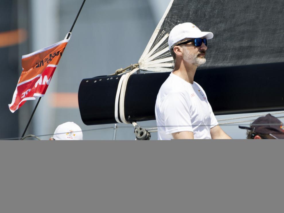 Felipe VI comienza su entrenamiento para Copa del Rey en la bahía de Palma de Mallorca.
