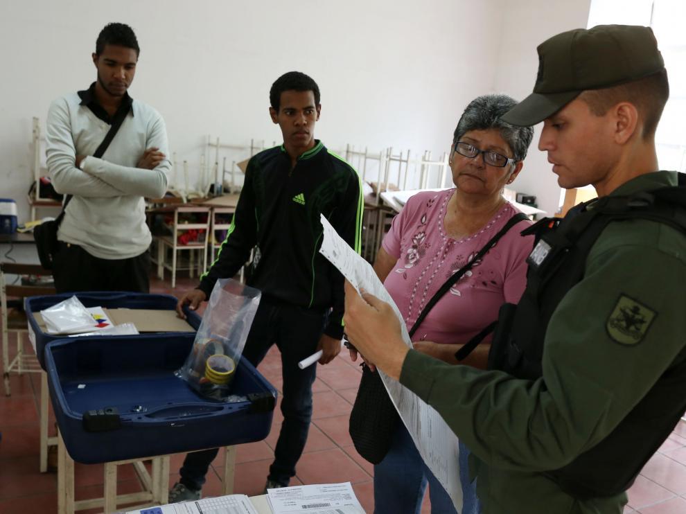 """Maduro abre la votación para la Asamblea Constituyente en Venezuela contra """"el emperador Trump""""."""