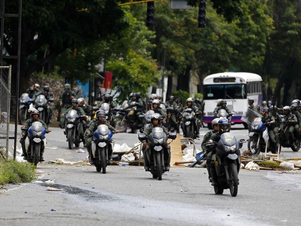 Agentes de la Guardia Nacional venezolana este domingo en Caracas.