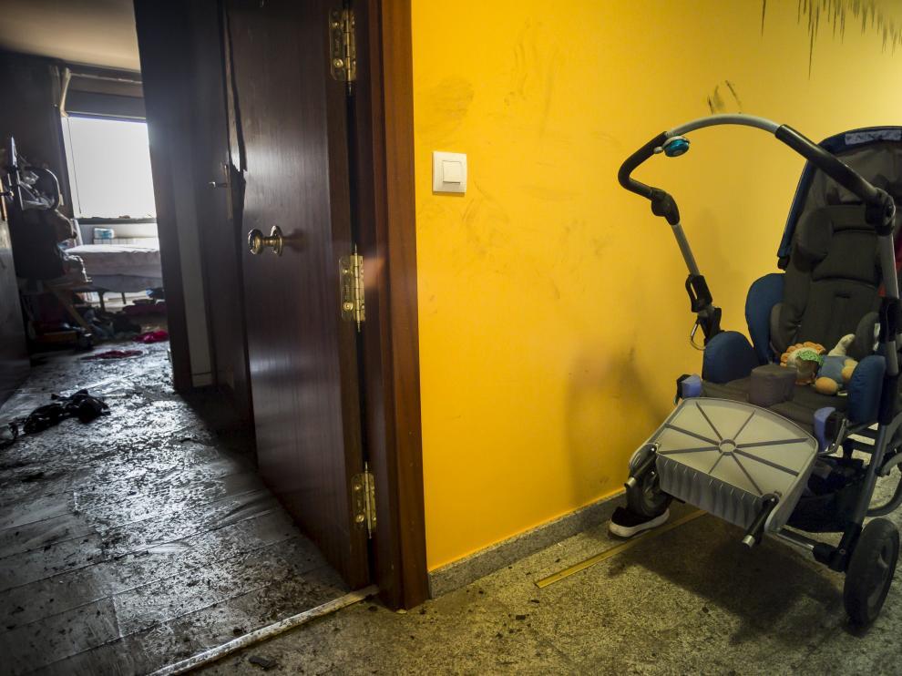 La silla que utilizaba Andrei permanecía el domingo junto a la puerta de su vivienda siniestrada.