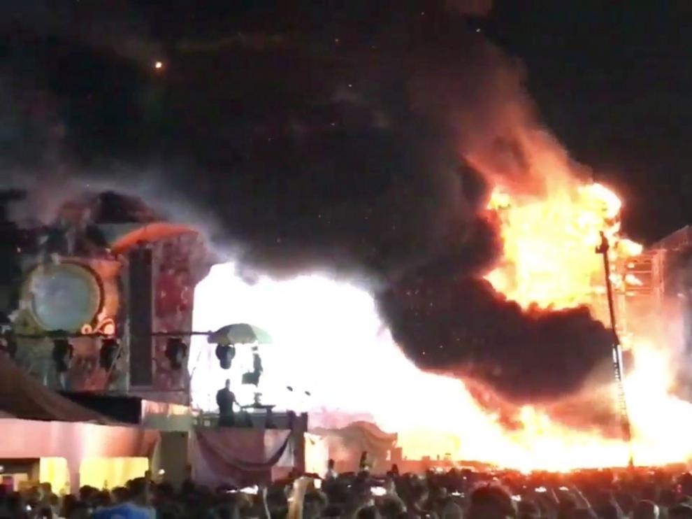 Incendio en el escenario de Tomorrwland.