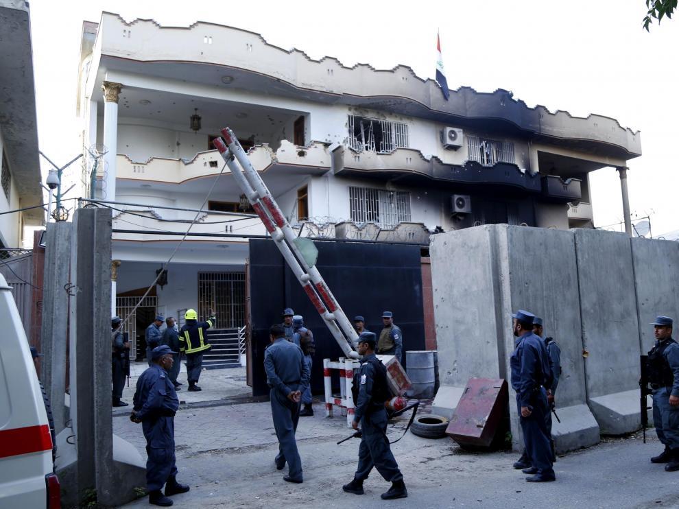 Las fuerzas de seguridad afganas, asegurando la embajada de Irak