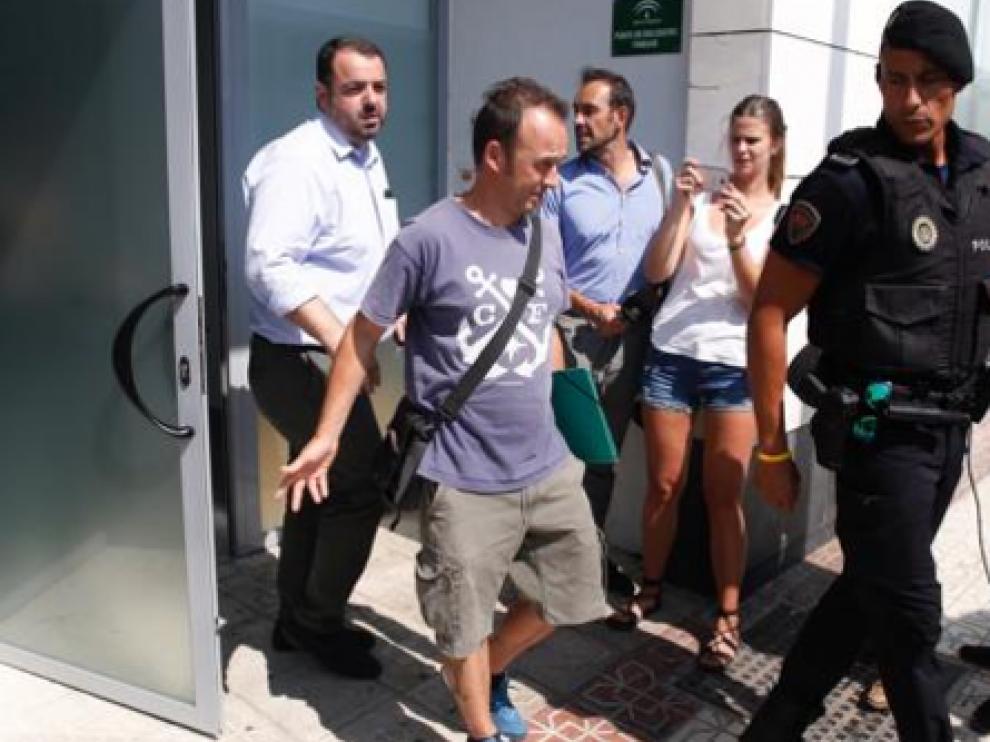Francesco Arcuri, saliendo el pasado miércoles 26 de julio del Punto de Encuentro Familiar en Granada.