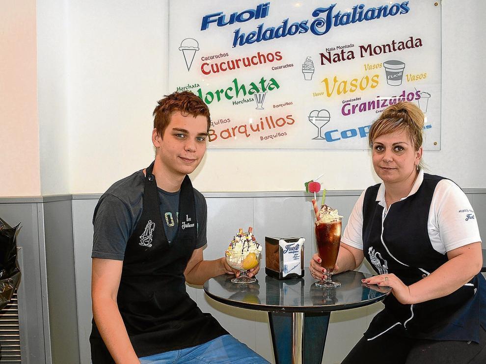 Jesús Ochoa e Iona Cristea, empleados de los Helados Italianos, de Zaragoza.