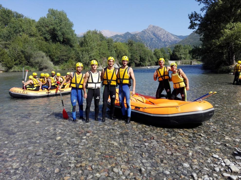 La SD Huesca disfruta de un día de rafting.