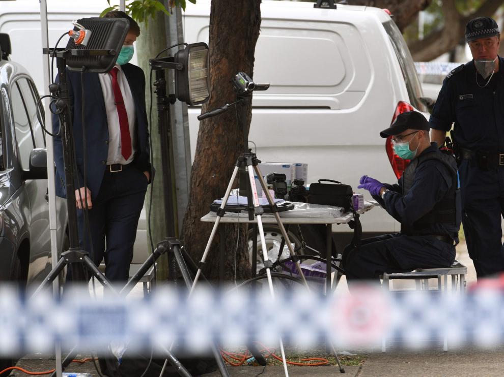 La Policía continuó realizando registros para recabar más pruebas en las casas de los sospechosos.