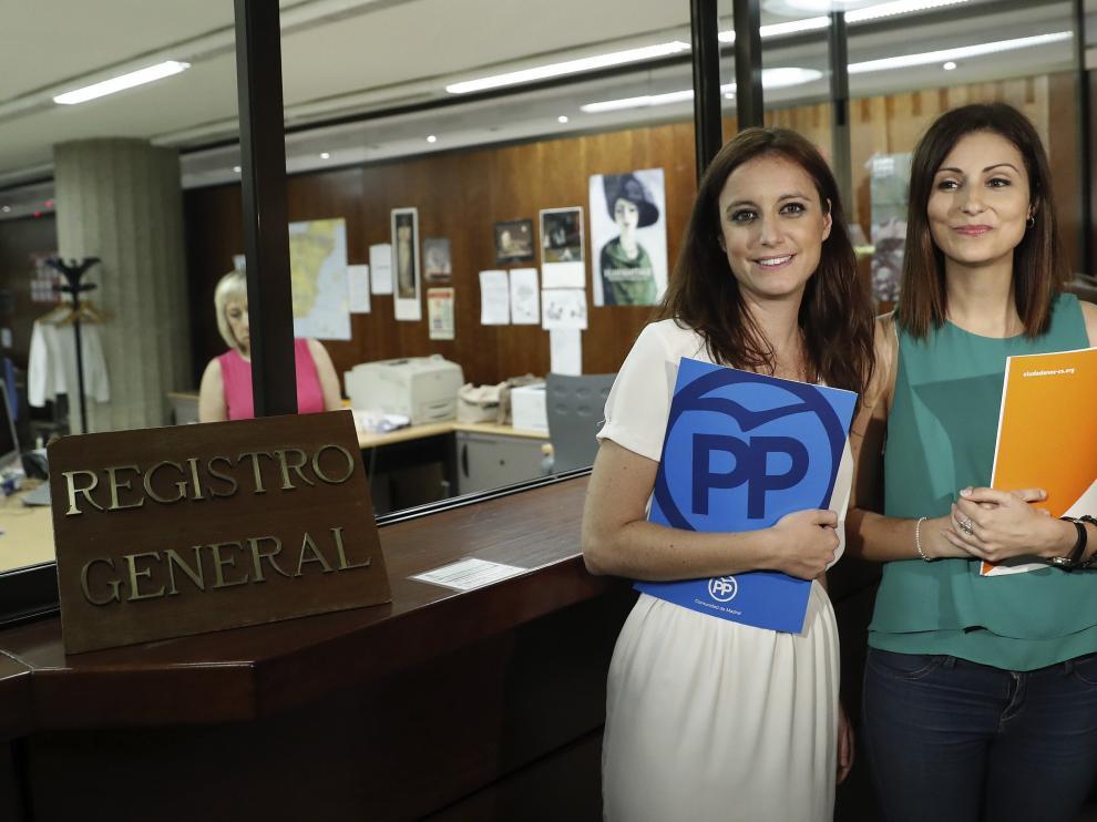 Las diputadas del PPC Andrea Levy y de C's Lorena Roldán han presentado este recurso conjunto.