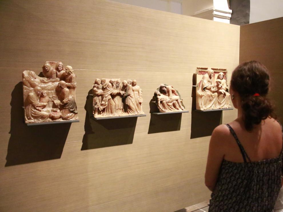 El público sigue contemplando las obras en Lérida. El Museo de Lérida abrió ayer al público (el lunes cerró por descanso semanal) sin realizar ningún cambio en la exhibición de las obras de Sijena, que siguen en el mismo lugar.