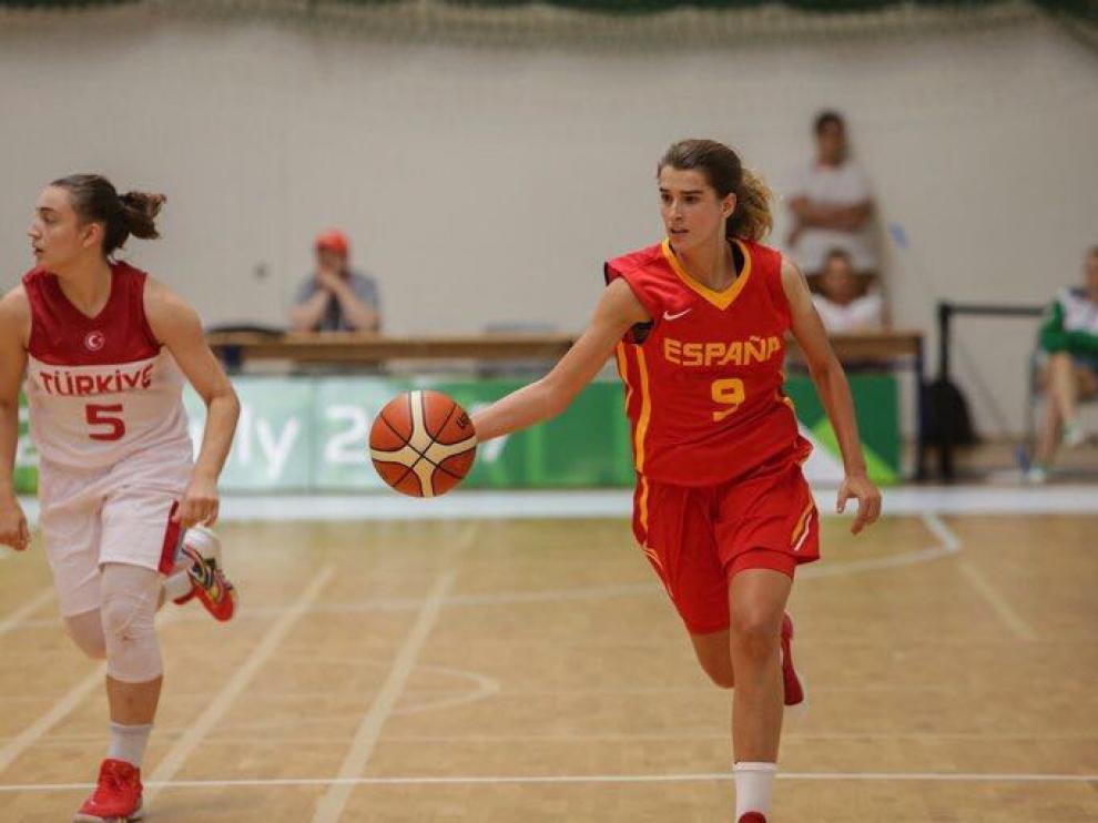 Zoe Hernández, con la camiseta de la selección española, durante un partido la semana pasada en Hungría.