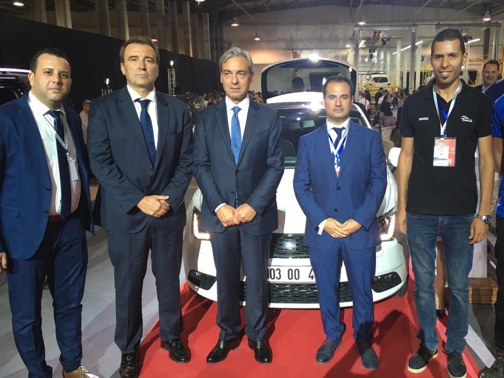Inauguración de la planta de Volkswagen en Argelia. De izquierda a derecha, Bouazaoui, de Sovac; Ángel Pueyo, director general de Grupo Sesé; Alfonso Sesé, presidente de Grupo Sesé; y Héctor Huerta, directorde 2S Logistics, acompañado por Harrir y Belcalai de su equipo.