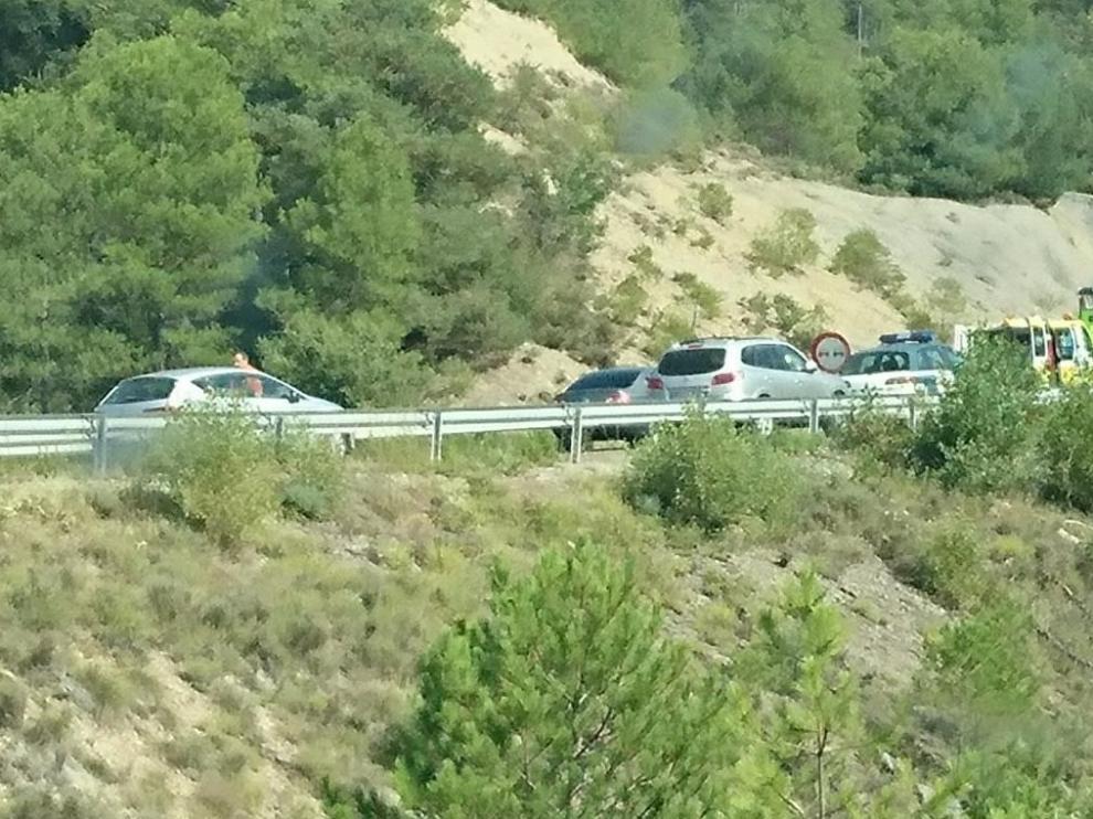 Imagen de la colisión frotan de dos vehículos donde ha fallecido una persona en Coscojuela de Sobrarbe