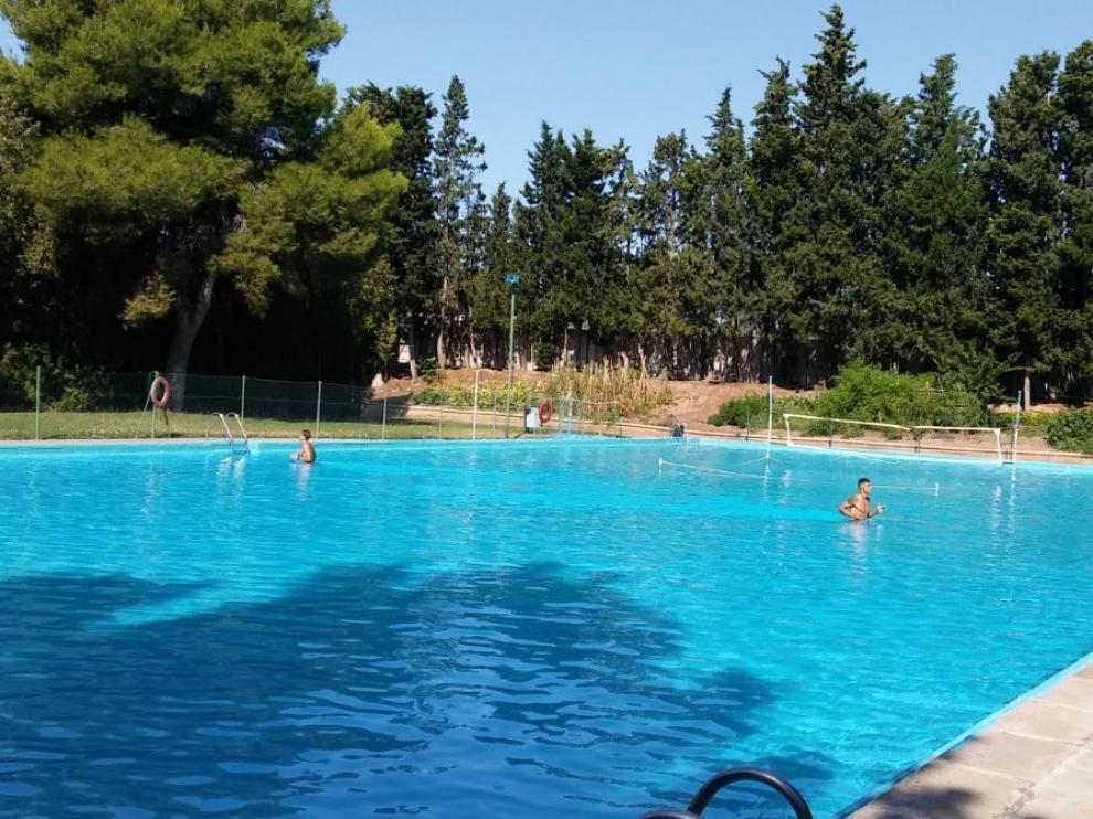 Grippo y Wilk, en la piscina de la Ciudad Deportiva, se ejercitan dentro del agua bajo la tutela del fisioterapeuta Míchel Román.