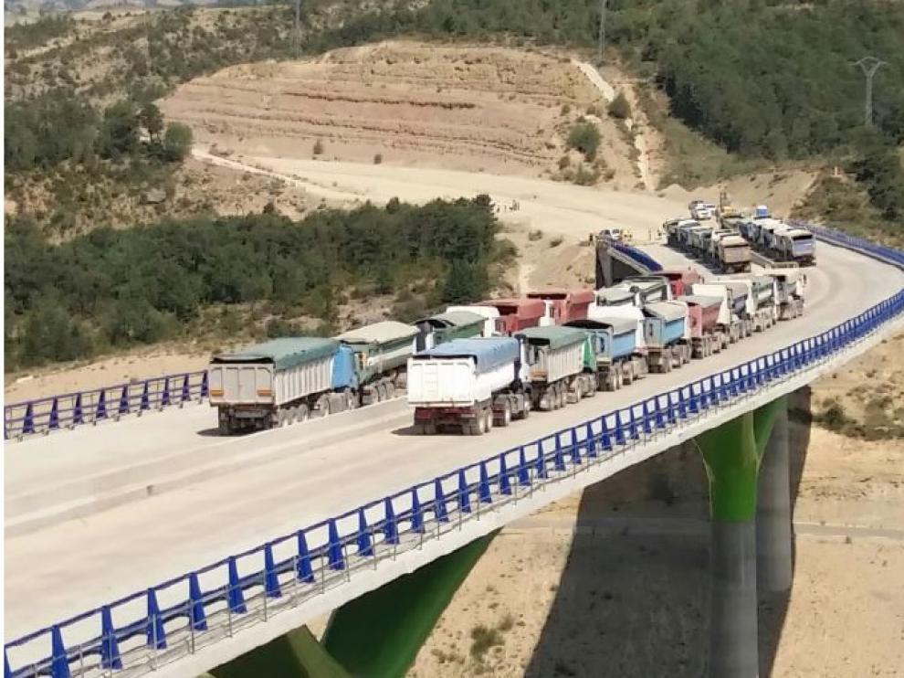 Prueba de carga en el nuevo viaducto de la autovía Mudéjar