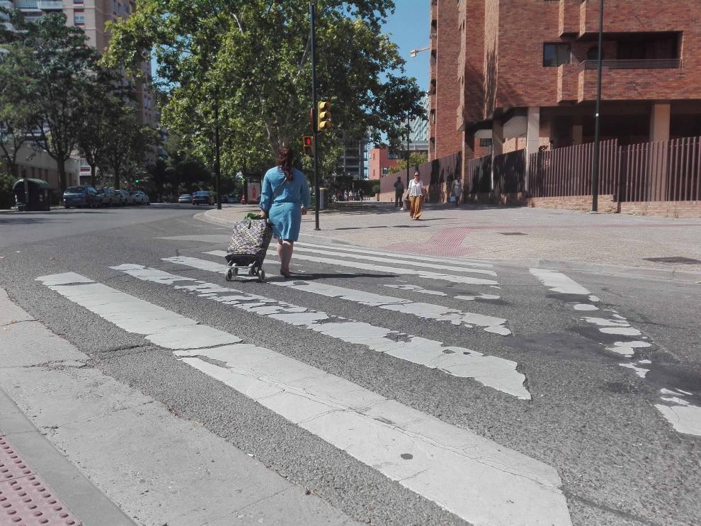 Paso de peatones en la interseccíon entre Condes de Aragón y Juan Pablo II,