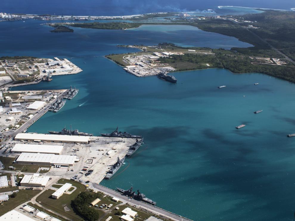 Imagen aérea de instalaciones de Estados Unidos en la isla de Guam.