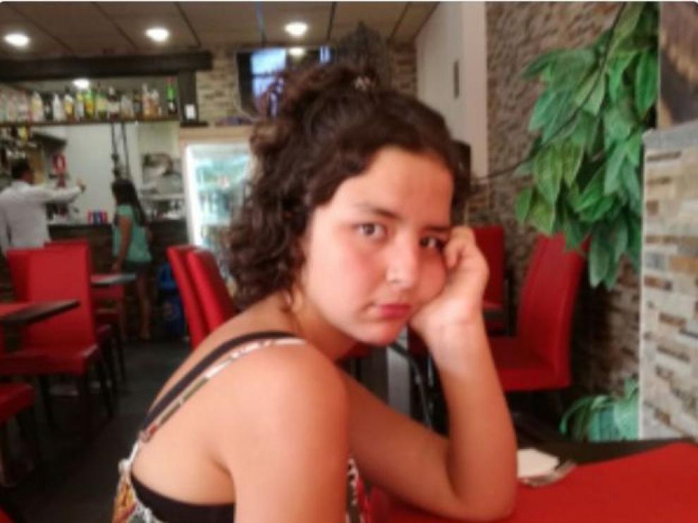 La joven desaparecida se llama Ouisal,tiene el pelo moreno y rizado y una leve discapacidad intelectual.