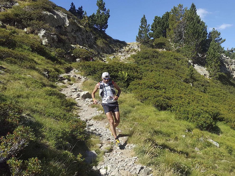 Corredor en la carrera 4K del Trail Valle de Tena.
