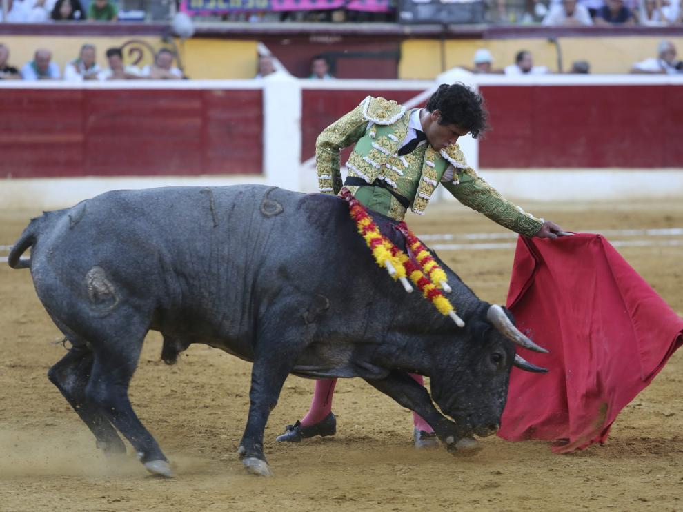 Una corrida en la plaza de toros de Huesca, en una foto de archivo.