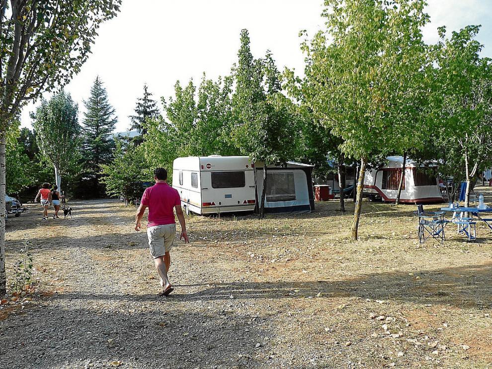 El Camping Aín está situado junto a la peña Oroel y a solo dos kilómetros de Jaca.