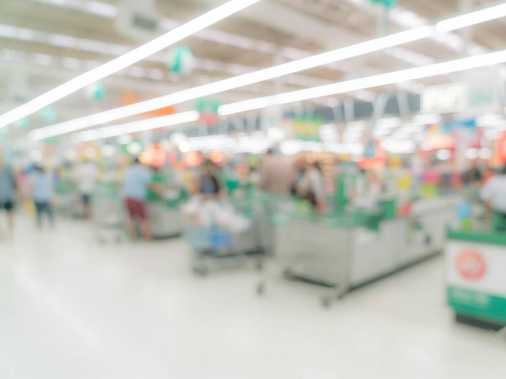 Hacer la compra con el estómago lleno ayuda a no comprar caprichos y productos que no estén en la lista.