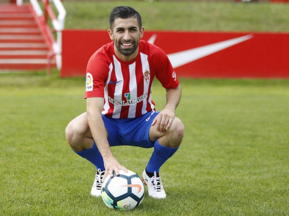 Michael Santos, presentado este lunes como jugador del Sporting de Gijón en las instalaciones de Mareo.