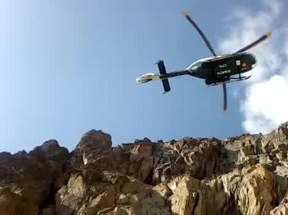 En muchos rescates es imprescindible el uso del helicóptero para acceder a la zona.