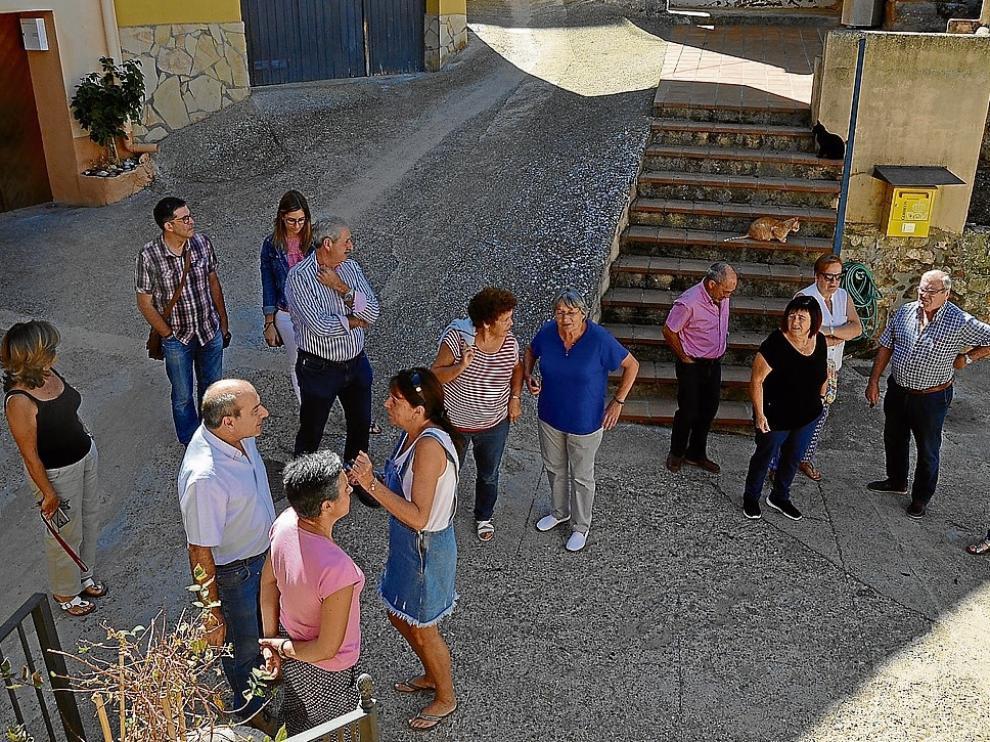 Imagen de vecinos de Olvena el día de la moción de censura que finalmente fracasó.