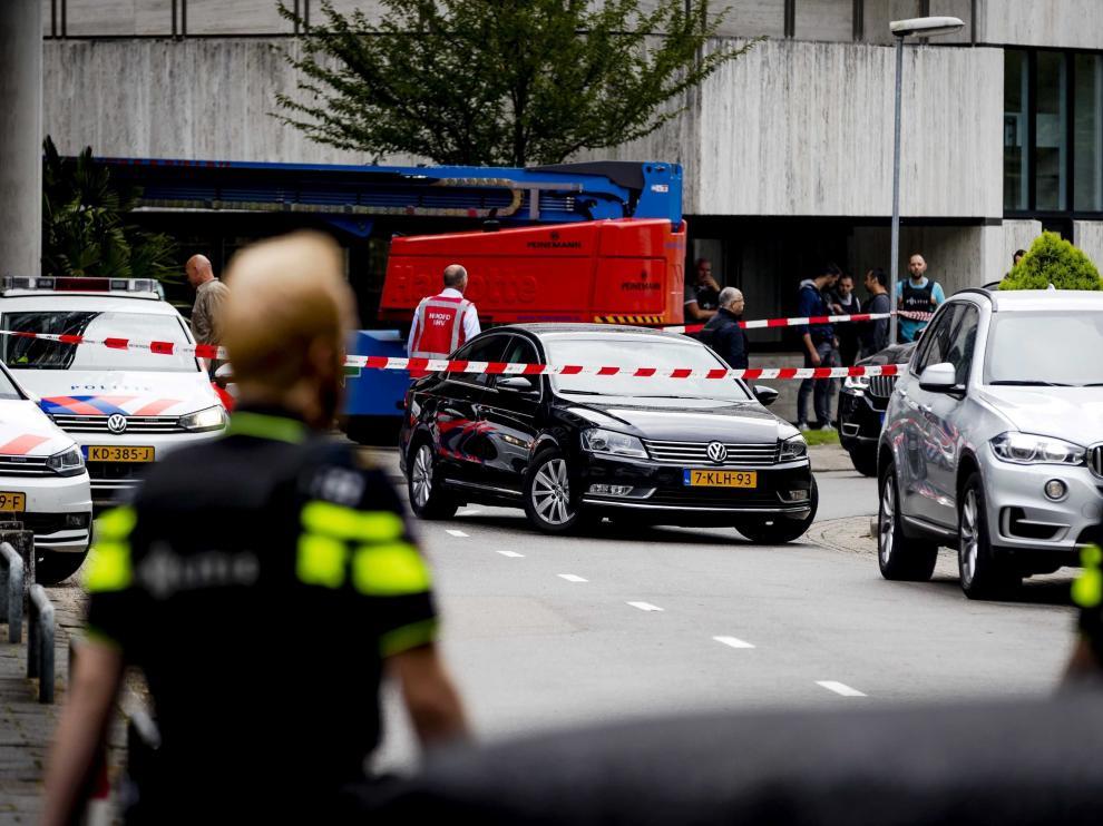 La Policía ha liberado a la mujer que había sido tomada como rehén por un hombre armado con un cuchillo que este jueves ha asaltado el edificio donde se encuentra la emisora neerlandesa 3FM, en la ciudad de Hilversum, en el centro de Países Bajos.