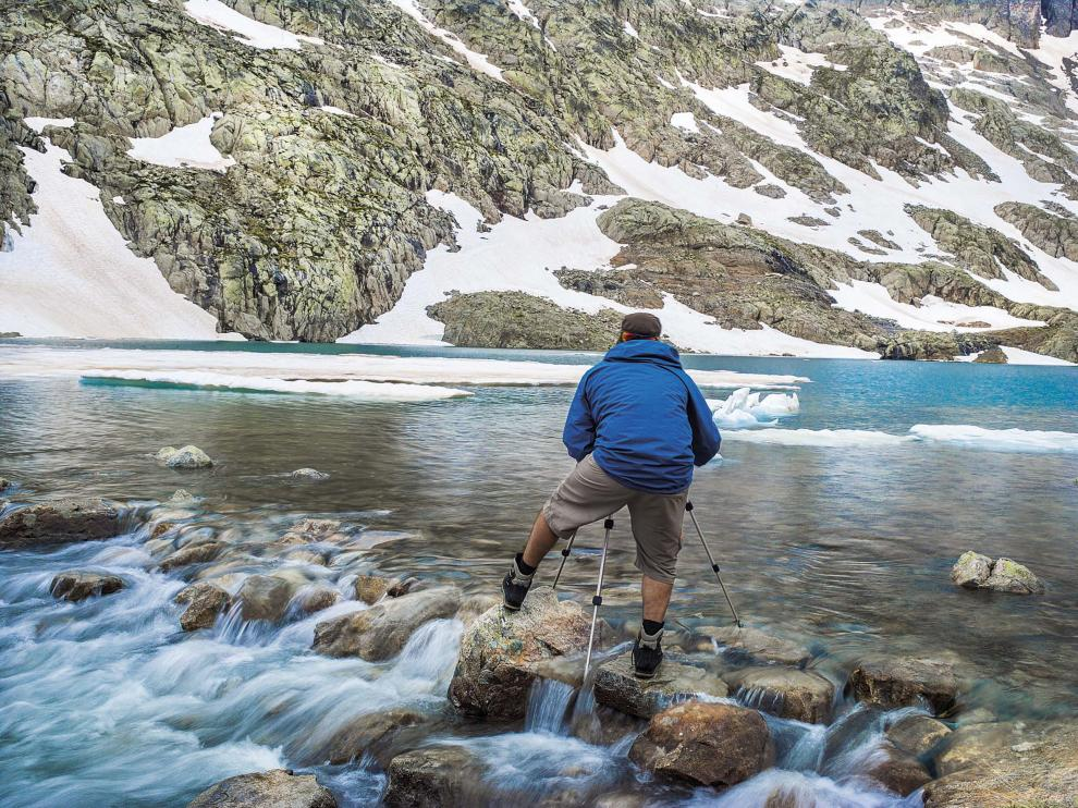 Algunos ibones toman el nombre del color característico de sus aguas, como los Azules.