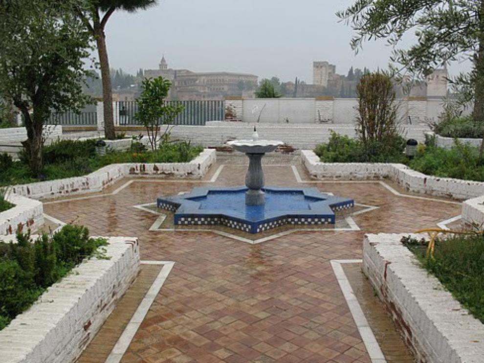 Patio de la mezquita del Albaicín de Granada.