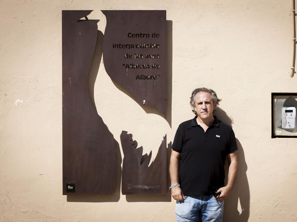 El alcalde Fernando Omiste, en el Centro de Interpretación de la Alberca de Alboré.