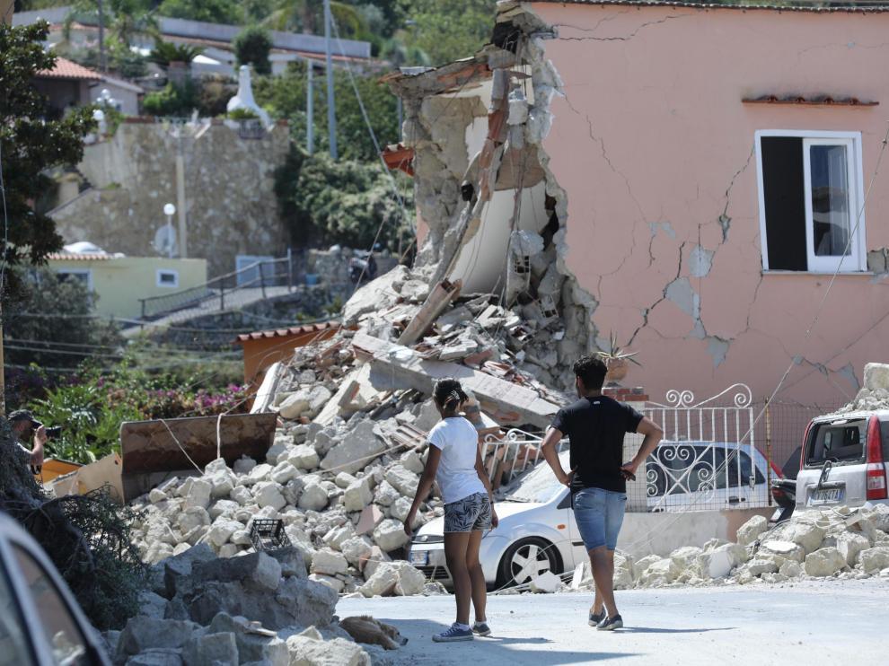 Vista de los daños causados tras el terremoto en la isla de Ischia en Italia.
