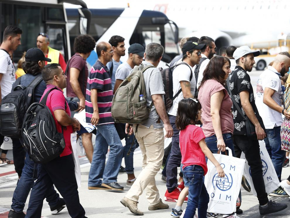 Los refugiados e inmigrantes tienen buena salud general pero su riesgo de caer enfermos aumenta durante el viaje o en el país de destino.