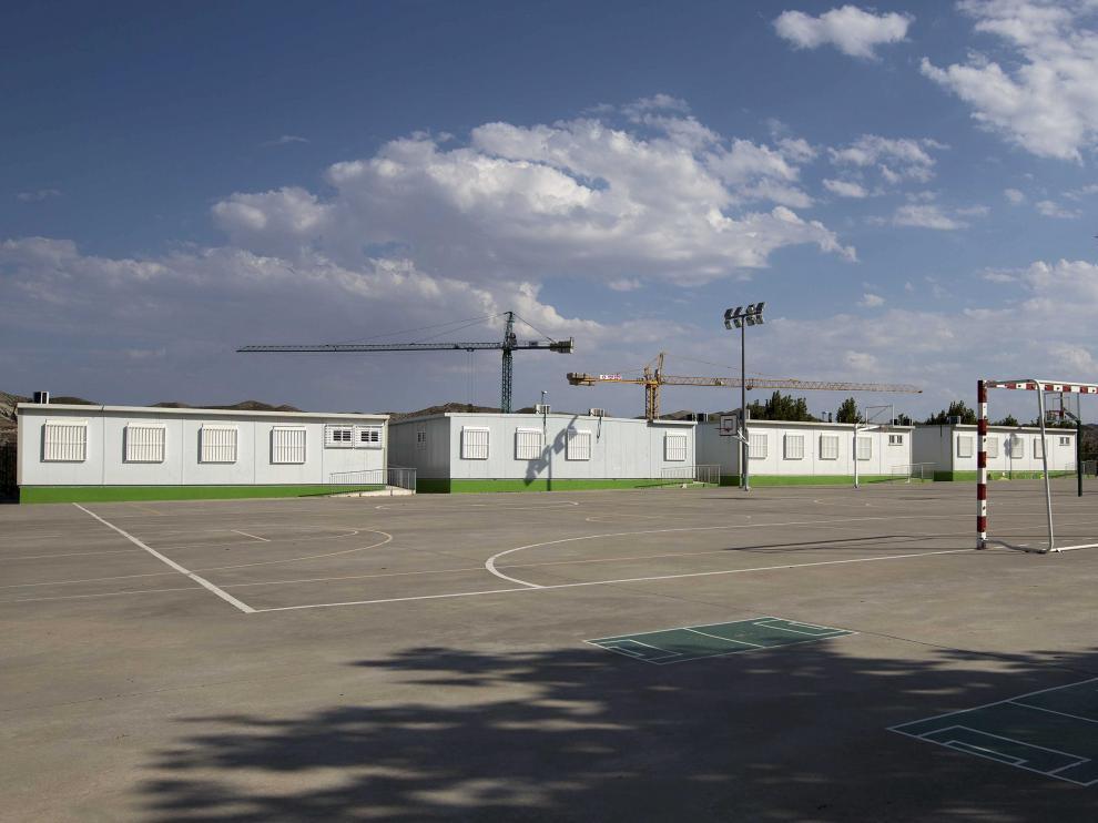 El colegio Foro Romano, de Cuarte, es el centro aragonés que más barracones tiene en su patio. En la foto pueden verse las aulas prefabricadas que tendrá el curso próximo.