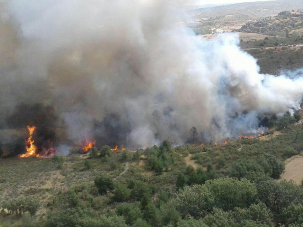 Incendio en el vertedero de Bronchales