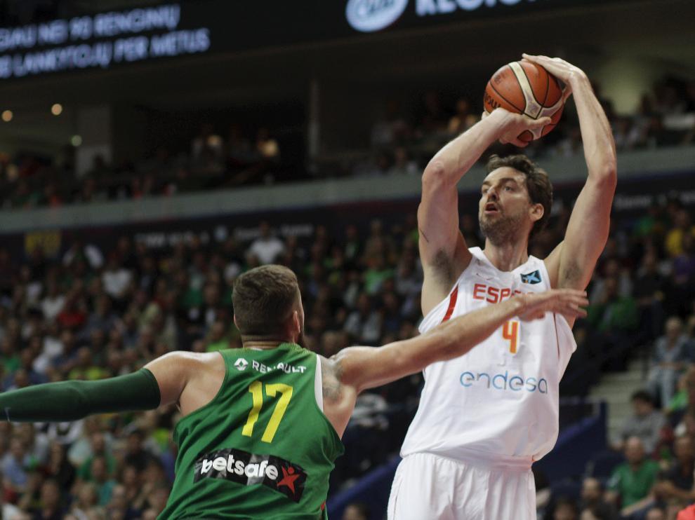 Pau Gasol durante un partido del Eurobasket.