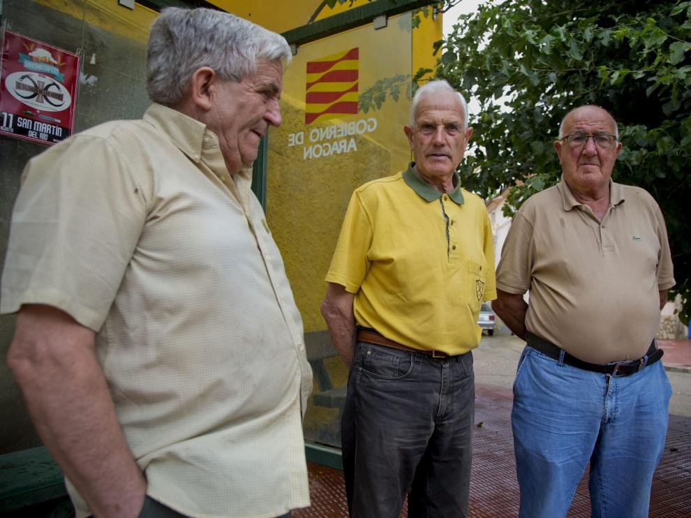 José María, Herminio y Ángel, vecinos de Atea y quintos de José Luzón, uno de los fallecidos en el trágico accidente de Salou.