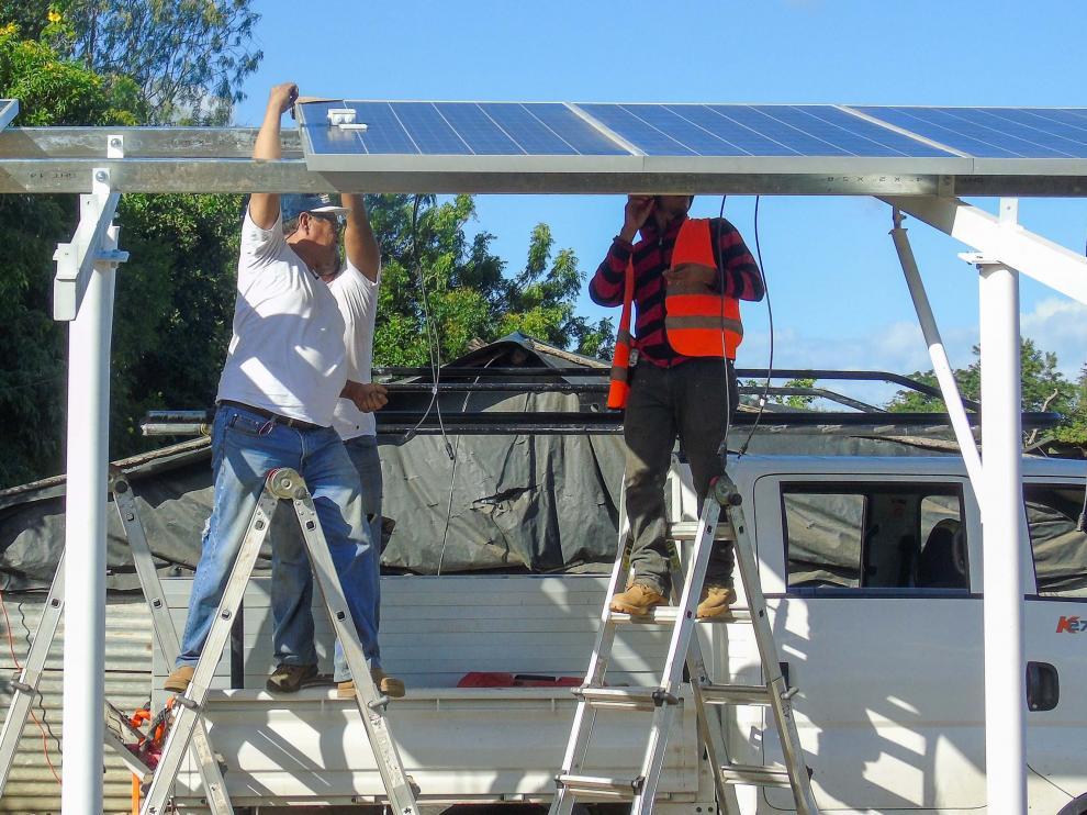 Instalación de placas solares en Achuapa, Nicaragua.