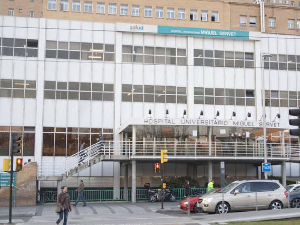 Fachada del Hospital Miguel Servet, donde se encuentra la zaragozana herida en Cambrils.