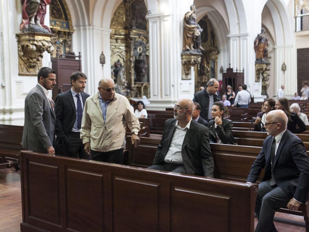 Directivos de la empresa, en la primera fila, y los trabajadores, ayer en la iglesia de San Felipe.